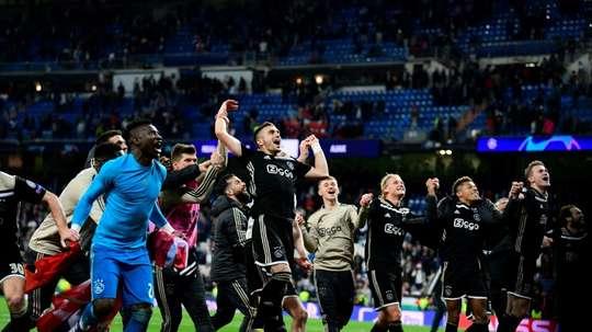 Barça e Ajax negociam um possível acordo. AFP