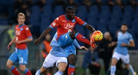 Nápoles y Lazio miden fuerzas por tres puntos vitales para mantenerse arriba. AFP
