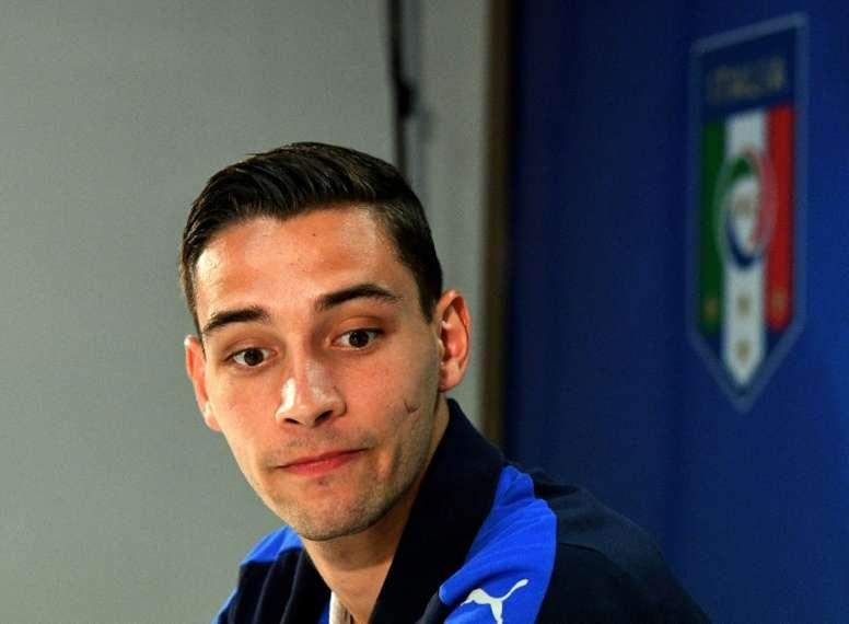 El agente de De Sciglio asegura que aún no hay acuerdo con el Barça. AFP