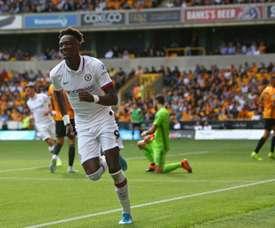 Tammy Abraham marcou três gols para o Chelsea, mas fez ainda um contra e saiu lesionado. AFP