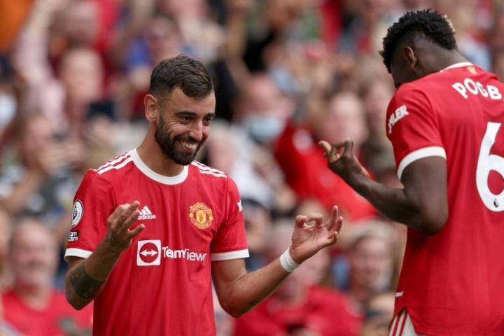 Com show de Bruno Fernandes e Pogba o United vence a primeira. AFP