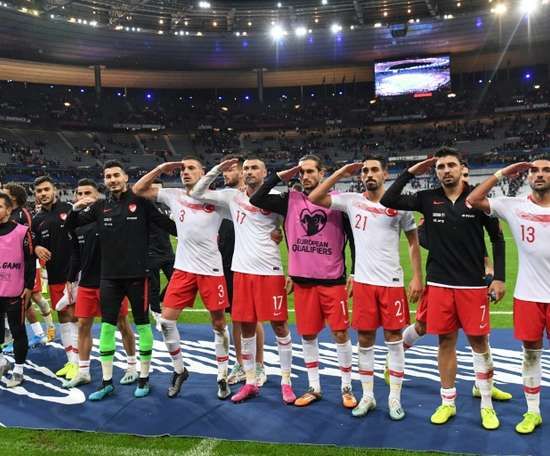 Five regional clubs in Germany are in trouble after their players' military salutes. AFP