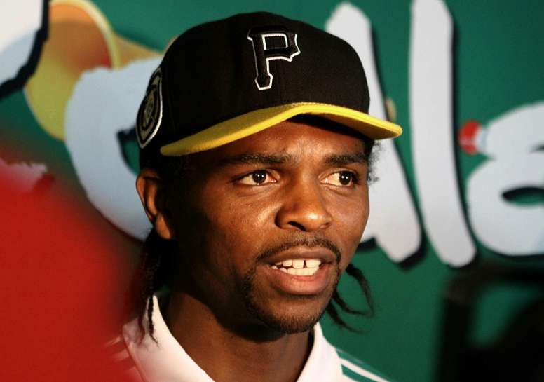 El ex jugador Nwankwo Kanu se lo pasó en grande con Nigeria. AFP