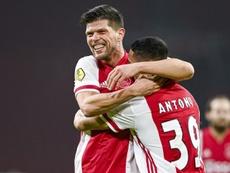 Schalke are hoping to re-sign Klaas Jan Huntelaar (L) from Ajax. AFP