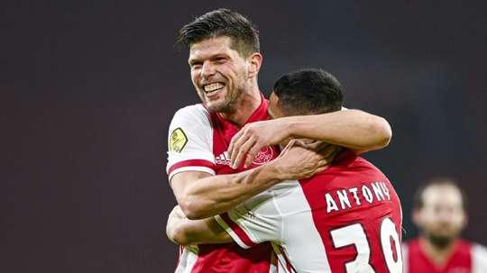 L'entraîneur de Schalke confirme l'intérêt du club pour Huntelaar. AFP