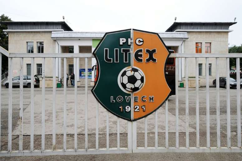 Litex Lovech were definitively thrown out of the Bulgarian A league, after players walked off the pitch in protest at the refereeing during a match in mid-December against Levski Sofia