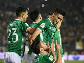 Peralta celebra un tanto con la Selección de México. EFE