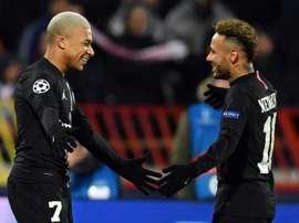 Mbappé non abbandona Neymar nelle ore più difficili. AFP