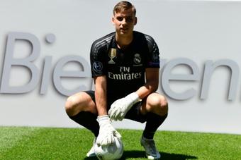 Lunin solo ha jugado dos horas con el Madrid. AFP