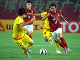 Ricardo Goulart (R) of Chinas Guangzhou Evergrande vies for the ball against Kim Changsoo of Japans Kashiwa Reysol during their AFC Champions League quarterfinal match in Guangzhou, China on September 15, 2015