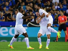 Leicester Citys Riyad Mahrez (R) celebrates with teammates after scoring a goal during the UEFA Champions League match against Club Brugge at Jan Breydelstadion on September 14, 2016, in Bruges