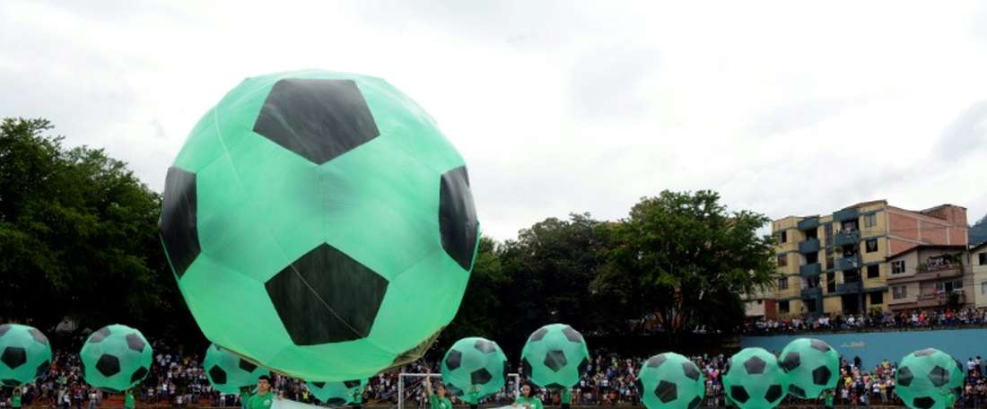 Balloons are released into the sky in tribute to the victims of the Chapecoense plane crash. AFP
