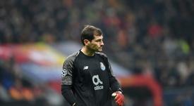 Casillas deixou uma mensagem de esperança e ao mesmo tempo critica no Twitter. AFP