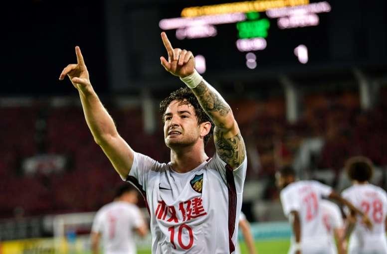 Pato podría volver al fútbol europeo. AFP