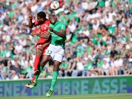 El West Ham United, interesado en Mounié. AFP