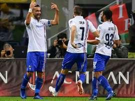 Sampdorias Italian forward Fabio Quagliarella (L)