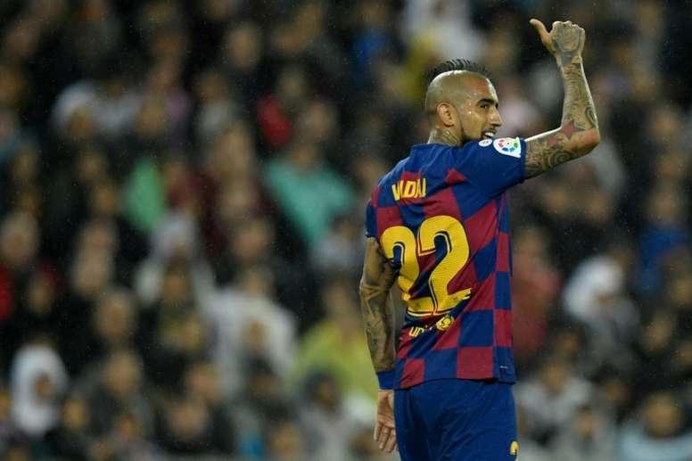 Arturo Vidal está cada vez mais fora do Barcelona. EFE/Carlos García