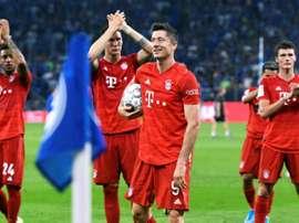 Bayern look to Lewandowski in bid to catch title challengers.