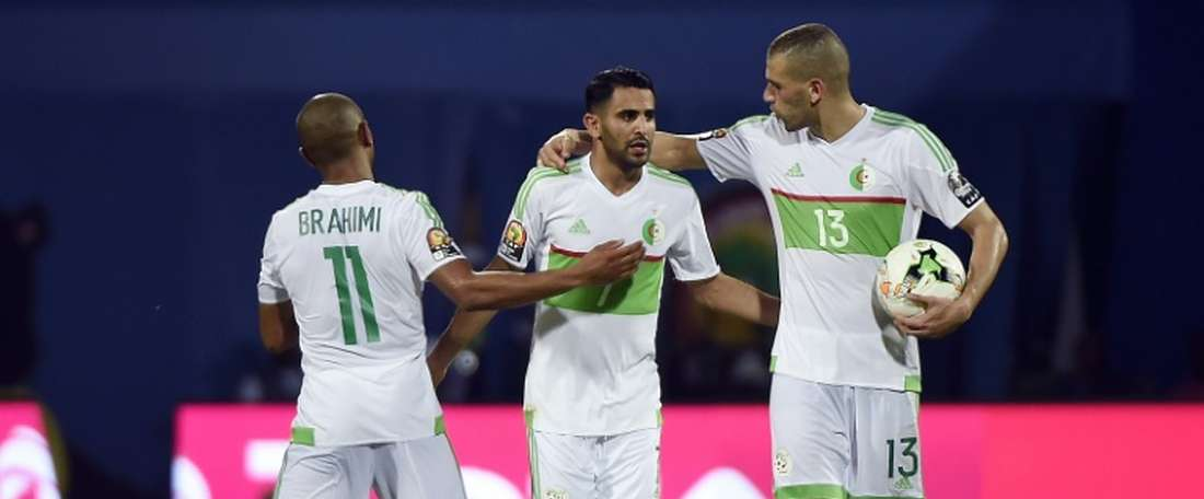 Mahrez tuvo que rescatar de una derrota segura a Argelia. AFP