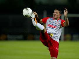 Salvadorean Alfredo Pacheco kicks the ball during their quarter final football match of CONCACAF Champion League against Pumas in Mexico City on March 15, 2012