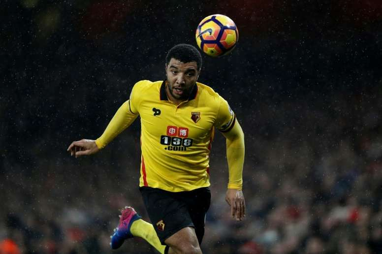 Troy Deeney enamora a media Inglaterra. AFP