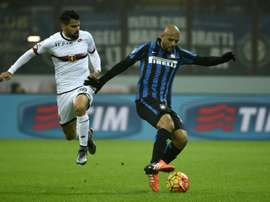 Inter Milan's midfielder Felipe Melo (R) fights for the ball with a Genoa midfielder. BeSoccer
