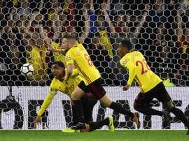 El Watford se llevó una victoria ante el Everton y el Cardiff, frente al Southampton. AFP