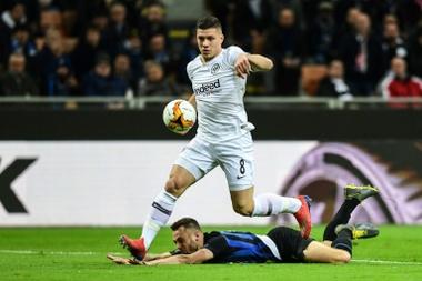 Jovic pode assinar pelo Real Madrid. AFP