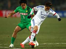 Zhang Xiaobin (left) of Beijing Guoan tussles for the ball against Seo Sung-jin of Suwon. AFP