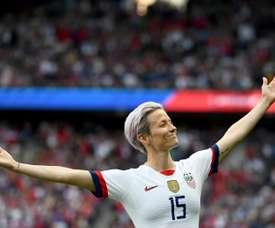 Megan Rapinoe hizo los dos goles norteamericanos en París. AFP