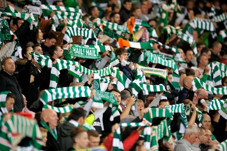 Celtic fans raise their scarves in the crowd before kick off in the UEFA Europa League. BeSoccer