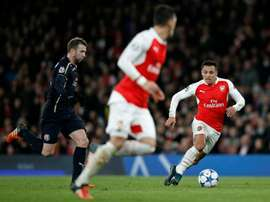 Arsenals striker Alexis Sanchez (R) in action during their UEFA Champions League Group F football match between Arsenal and GNK Dinamo Zagreb at The Emirates Stadium in London on November 24, 2015