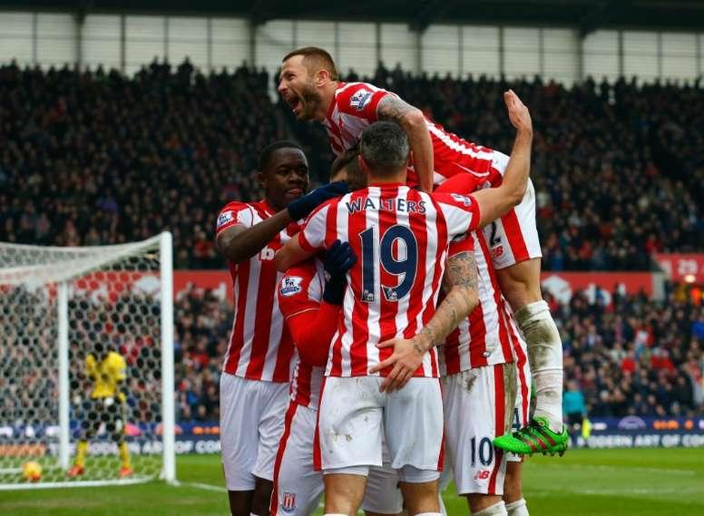 El Stoke se adelantó con gol de Peter Crouch. AFP