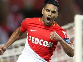 Falcao anotó un doblete ante el Olympique de Lyon. AFP