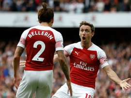 Monreal no estará ante el Bournemouth. AFP