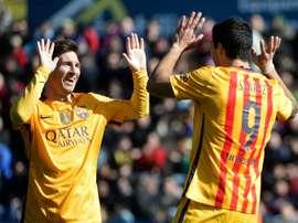 Messi et Suárez célèbrent un but. AFP