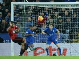 Leicester y WBA empataron en un disputado encuentro que sólo satisfizo al Tottenham. AFP