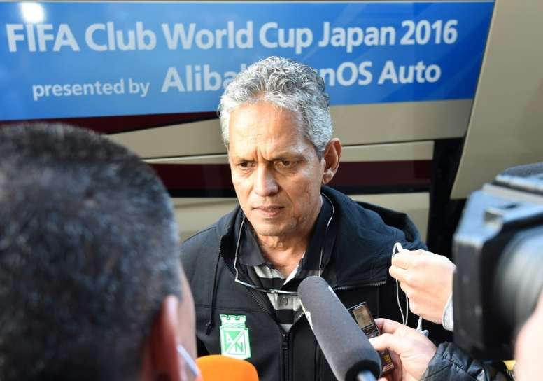 Head coach Reinaldo Rueda (C) of Colombian football club Atletico Nacional says the team will honour the memory of their striken rivals Chapecoense