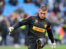 Sam Johnstone podría quedarse en el Aston Villa. AFP/Archivo