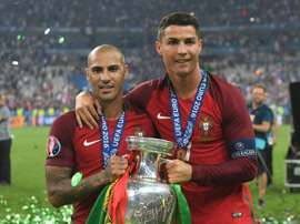 Quaresma (L) pictured with Ronaldo and the Euro 2016 trophy. BeSoccer