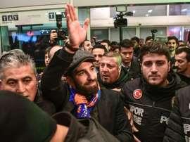 Arda Turan está voltando ao futebol da Turquia. AFP