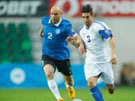 San Marinos Manuel Battistini (R) vies for the ball with Estonias Joel Lindpere (L) during their Euro 2016 Group E qualifying football match in Tallinn, on June 14, 2015