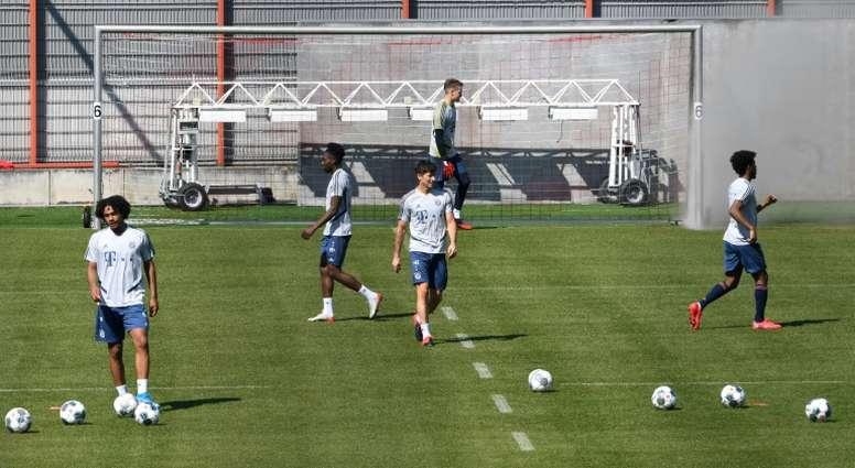 Kingsley Coman raconte l'entraînement en plein air du Bayern Munich. GOAL