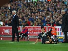 Mourinho se quedaría con Darmian ahora. AFP