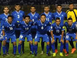 El Salvadors players pose for pictures before the start of their FIFA World Cup 2018 qualifiers football match against Mexico in the Cuscatlan Stadium in San Salvador on September 2, 2016