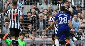 Newcastle goleia Chelsea na despedida da temporada. AFP