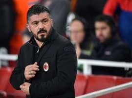 Gattuso medita qué once alinear ante la Roma. AFP/Archivo