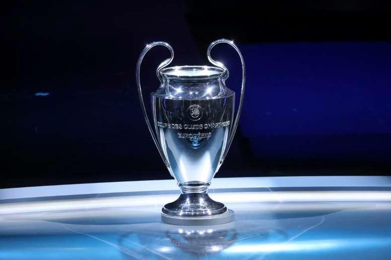 El martes la UEFA volverá a reunirse para valorar la situación. AFP