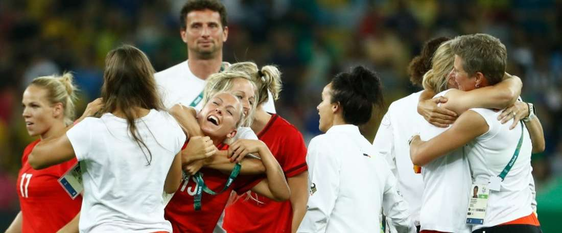 Germanys players celebrate after their teams victory over Sweden during the Rio 2016 Olympic Games womens football Gold medal match at the Maracana stadium in Rio de Janeiro, Brazil, on August 19, 2016