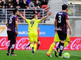 Villarreals forward Roberto Soldado (C) celebrates after scoring a goal against Eibar